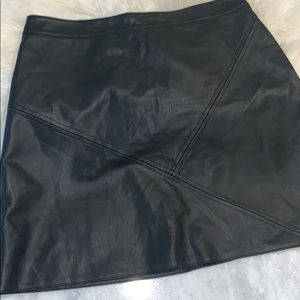 EUC Zara Began Leather Skirt, size L